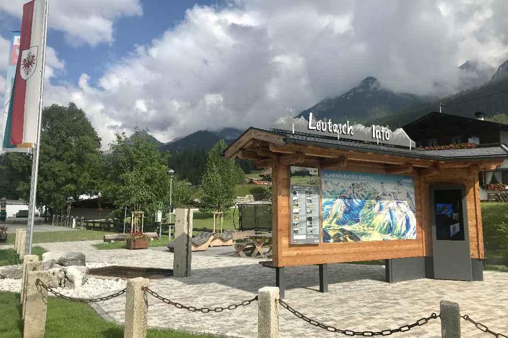 Unten im Gaistal am Eingang zum Naturerlebnis: Die ausführliche Information zu Hütten, Wanderungen und Touren im Gebiet