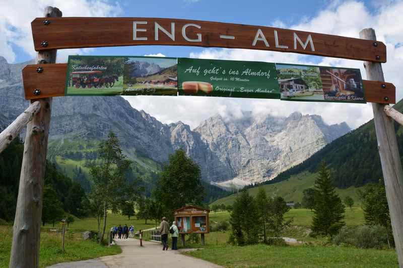 Herzlich willkommen auf der Eng Alm mitten im Karwendelgebirge - hier startet der Spaziergang ins Almdorf