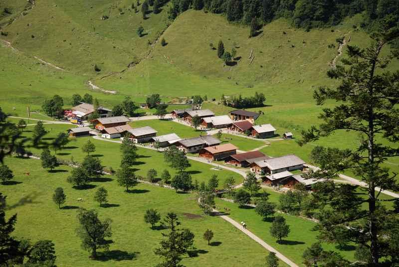 Die Engalm - das bekanntes Almdorf Eng im Karwendel am Ahornboden