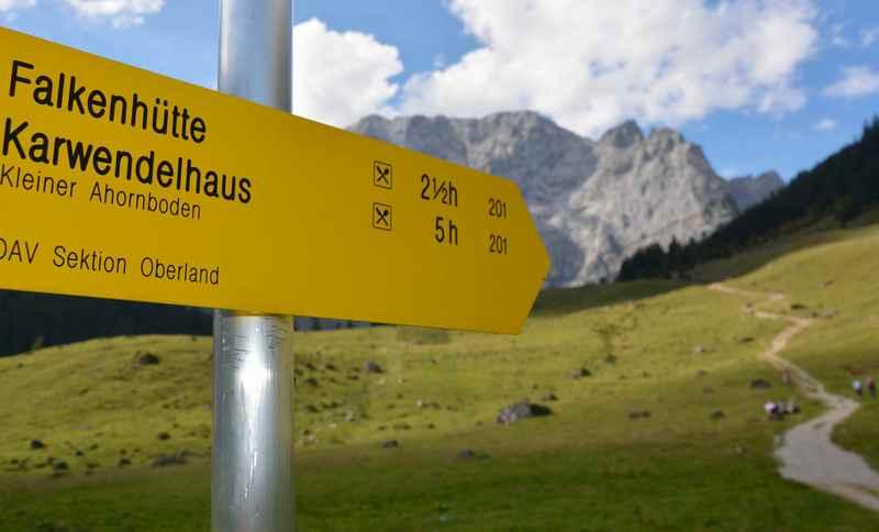 Von der Engalm wandern zur Falkenhütte und dem Hohljoch im Karwendel
