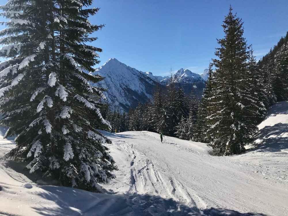 Skitour Rofanspitze: Der Aufstieg im Februar auf der Skipiste von Eben zur Erfurter Hütte