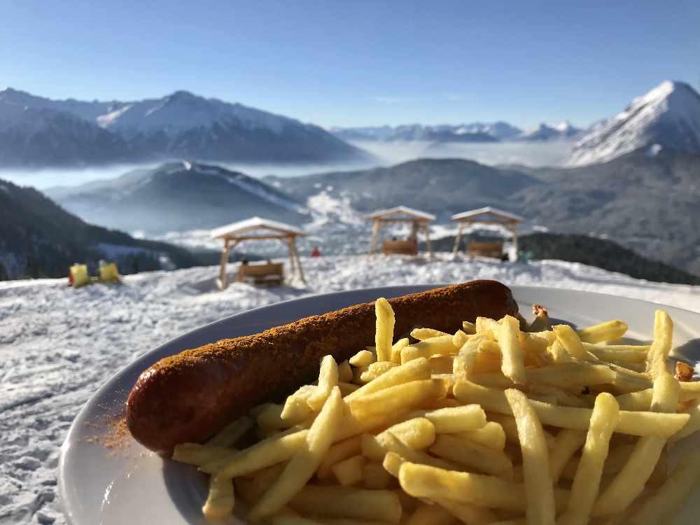 Essen mit Ausblick - auf der Rosshütte in Seefeld