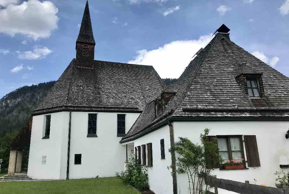 Der neu erbaute Ort Fall am Sylvensteinsee