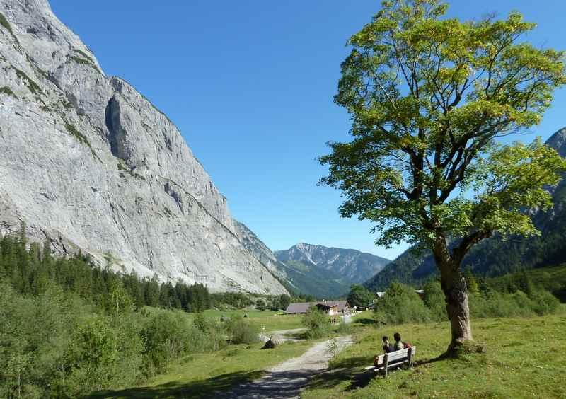 Das schöne Falzthurntal - hinter der Gramaialm wandern zur Lamsenjochhütte im Karwendel