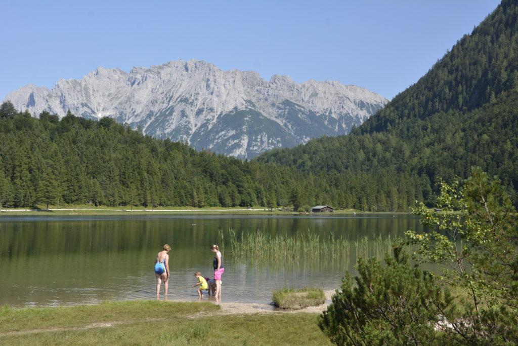Ferchensee: Idyllischer Bergsee mit Blick zum Karwendel