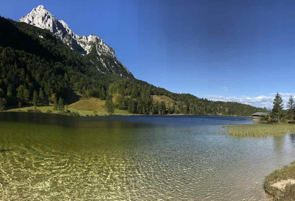Hier würde ich gerne länger stehen: Der Ferchensee auf meiner Schachenhaus MTB Tour in Mittenwald