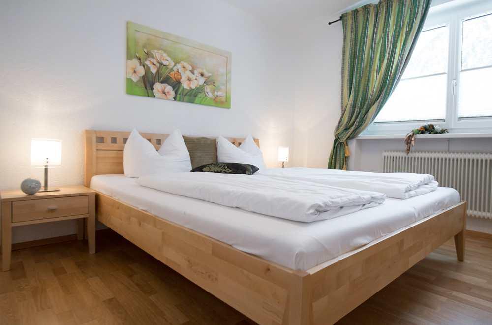 Die Ferienwohnung in Pertisau am Achensee hat drei Schlafzimmer mit je einem Doppelbett, Foto: Anna Rieser