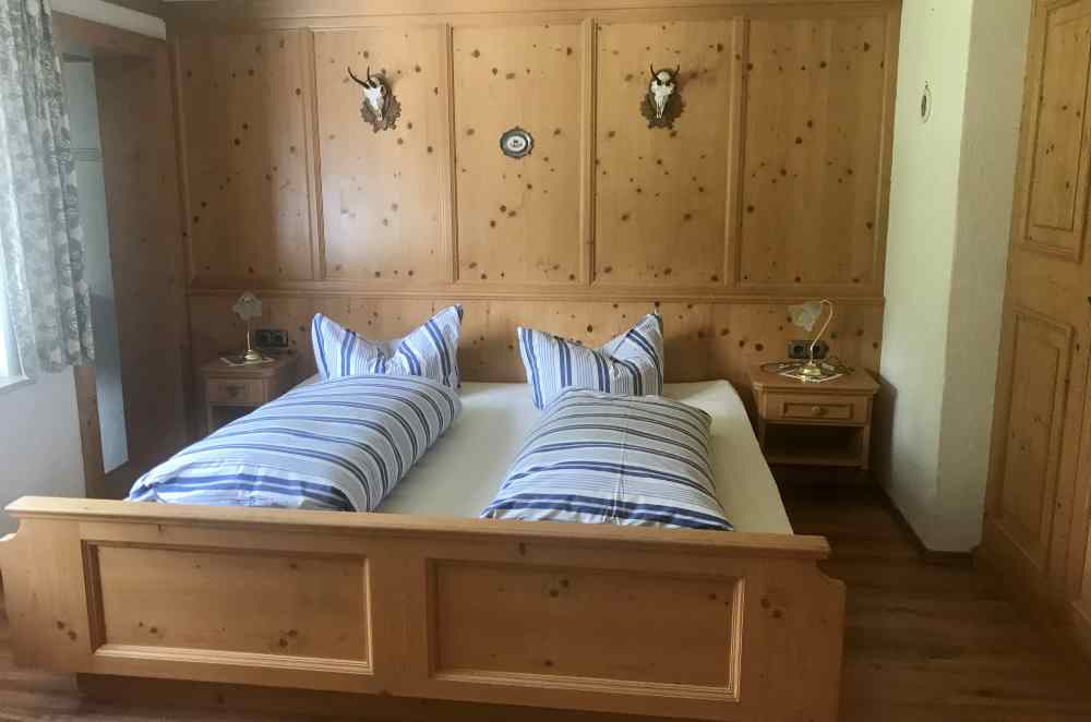 Das ist eines der Schlafzimmer in der Ferienwohnung der Wildenseehütte