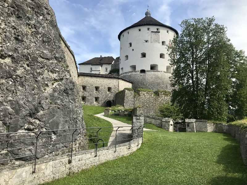 Festung Kufstein - das ist die weitläufige Anlage auf der bekanntesten Sehenswürdigkeit der Stadt