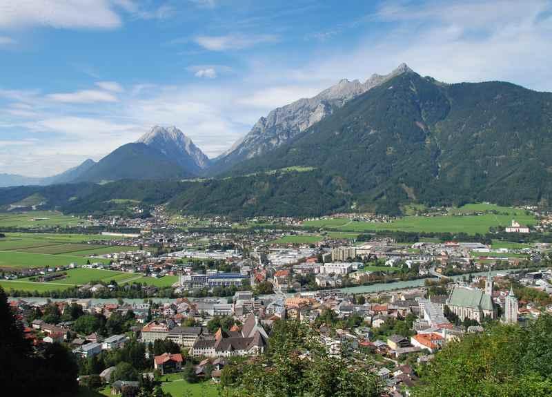 Die Aussicht über Schwaz in Tirol - von Burg Freundsberg aus gesehen