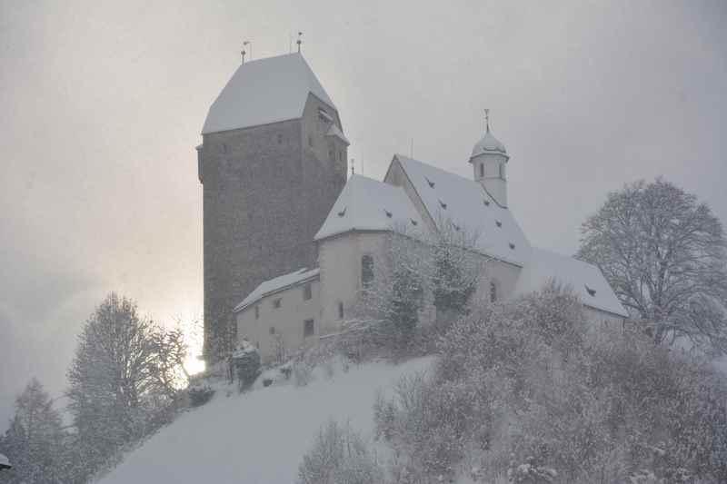 Ab Burg Freundsberg schneeschuhwandern in Schwaz