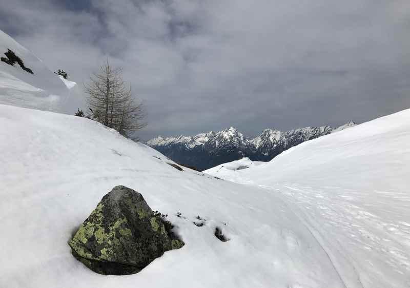 Das ist die Aussicht auf das Karwendel bei der Frühlingsskitour am Kellerjoch