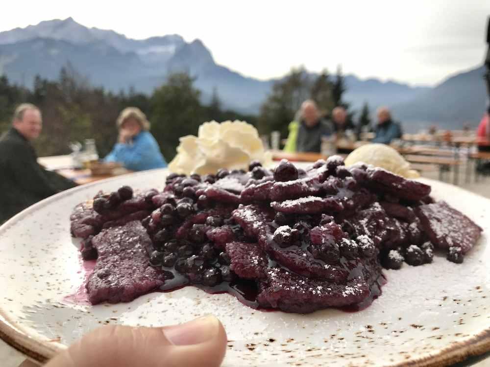 Frühlingswanderung zum Kaiserschmarrn mit Blaubeeren: Wanderziel Tannenhütte