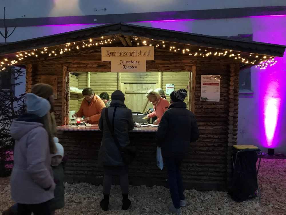 Hier bekommst du die Zillertaler Krapfen auf dem Adventmarkt in Fügen