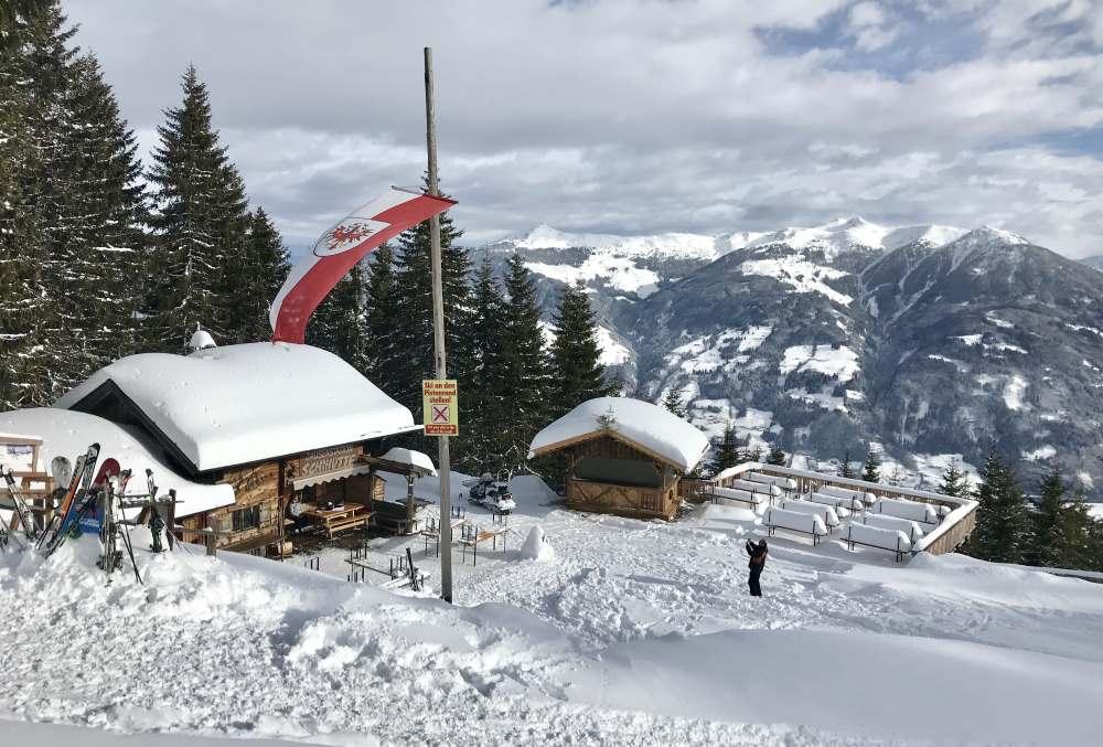 An dieser Skihütte führt meine Pistenskitour im vorderen Zillertal vorbei