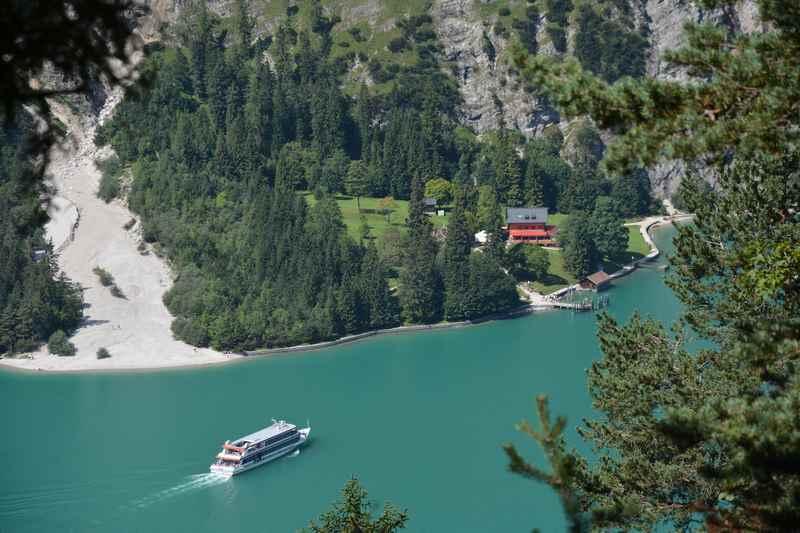 So einmalig schön liegt die Gaisalm am Achensee im Karwendel