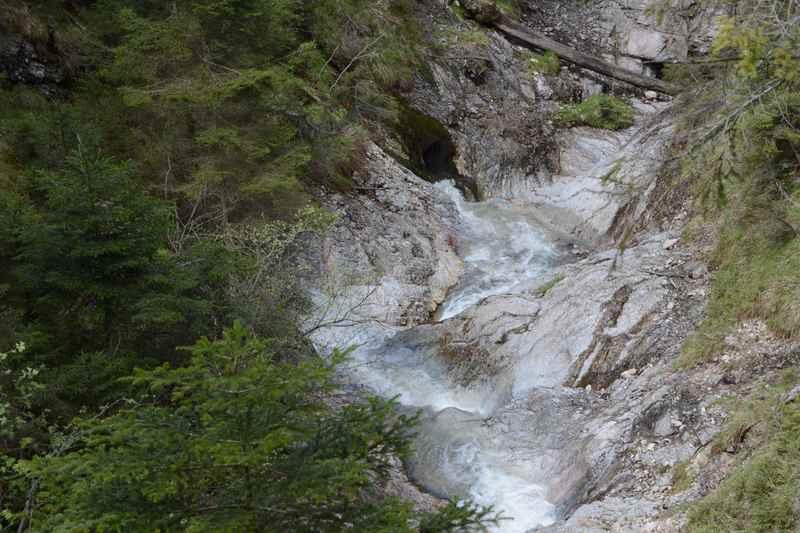 Das Wasser fließt vom Kellerjoch durch diese Felsenbecken hinunter in den Inn