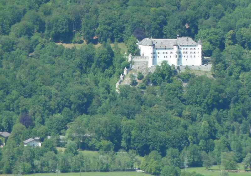 Bei der Tour ist oberhalb von Schwaz das bekannte Schloss Tratzberg zu sehen