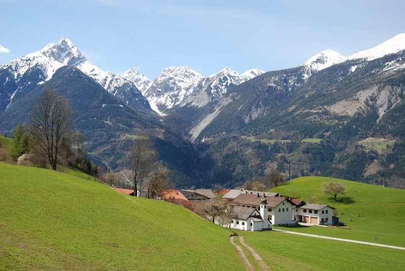 Nach Gallzein mountainbiken und diesen Ausblick auf das Karwendel erleben