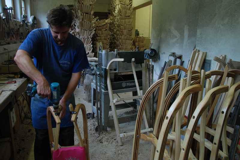 Gefertigt werden die Schlitten in Buch in Tirol, dort ist auch der exklusive Verkauf