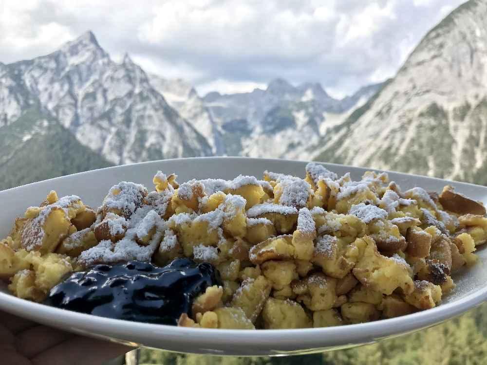 Kaiserschmarren mit Bergblick auf das Karwendel
