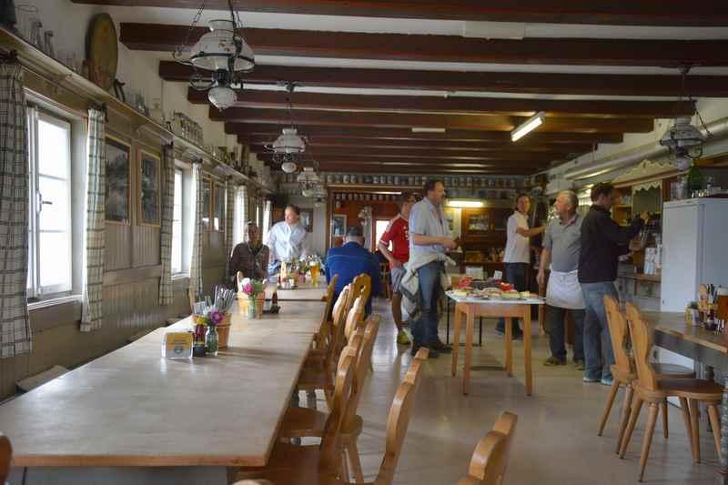Die Gaststube in der Falkenhütte, Tirol