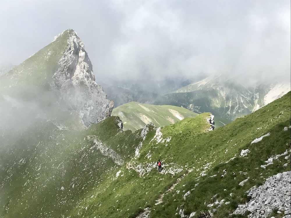 Hüttentour Wettersteingebirge: Der Wandersteig zum Gipfel der Gehrenspitze