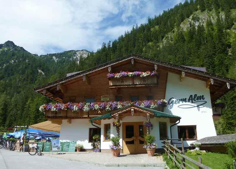 Gernalm Wanderung: Die Gern Alm in Pertisau, unser Wanderziel in Tirol beim Wandern mit Kindern im Karwendelgebirge