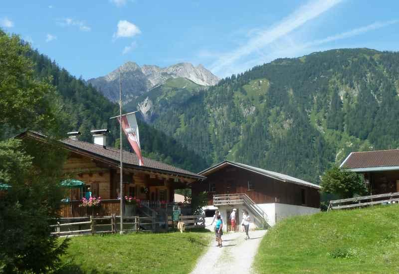 Das Gerntal am Achensee mit der Pletzachalm im Karwendel