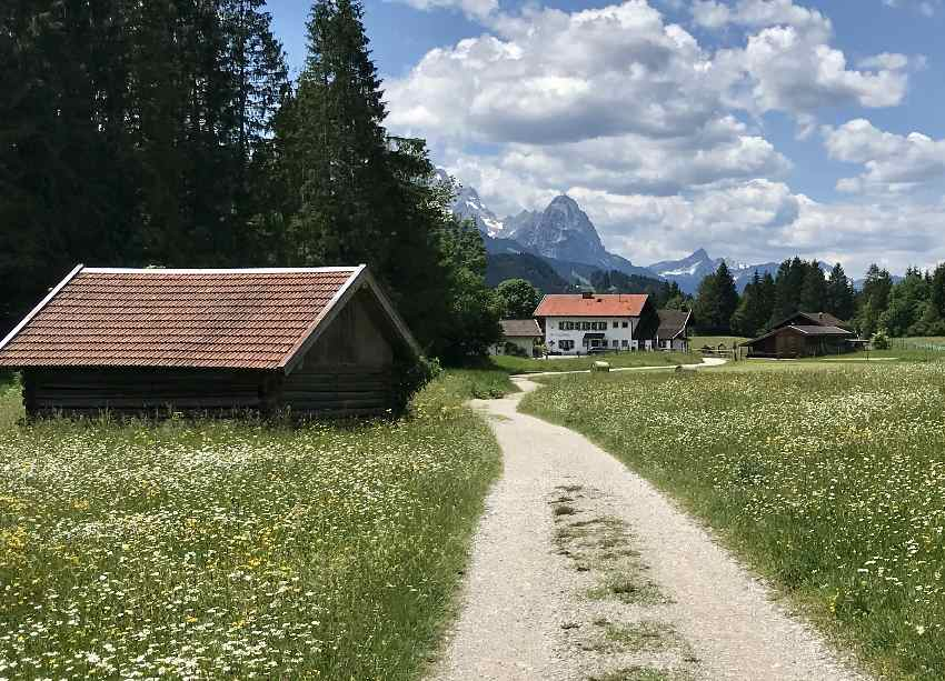 Danach geht´s mit dem Mountainbike Geroldsee - mit Zugspitzblick - zurück nach Wallgau