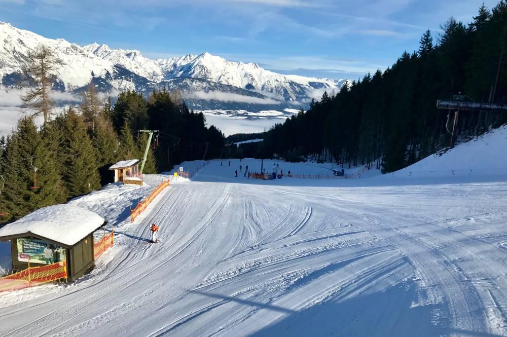 Skigebiet Glungezer: Unterhalb von Halsmarter lernen die Kinder das Skifahren auf der flacheren Skipiste