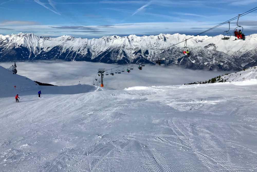 Das ist die Aussicht für die Skifahrer im Skigebiet Glungezer in Tirol
