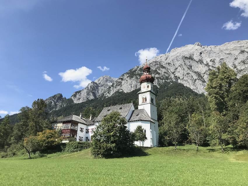 Jakobsweg Tirol - das Kloster samt Kirche in Gnadenwald