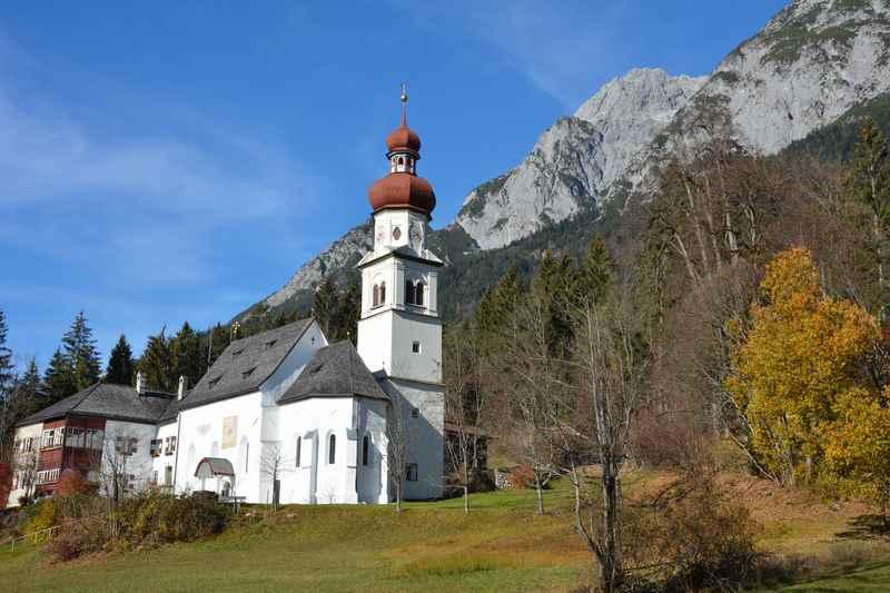 Auf dem Jakobsweg wandern zum Wallfahrtsort Gnadenwald im Karwendel