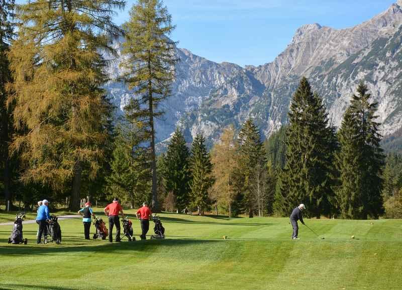Golf Karwendel - hier kannst du die Berge beim Golfspielen genießen!