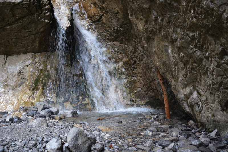 Der Gramaialm Wasserfall hat nicht so eine große Fallhöhe wie der Dalfazer Wasserfall, er ist dafür verschlungener und somit sehenswert im Karwendel