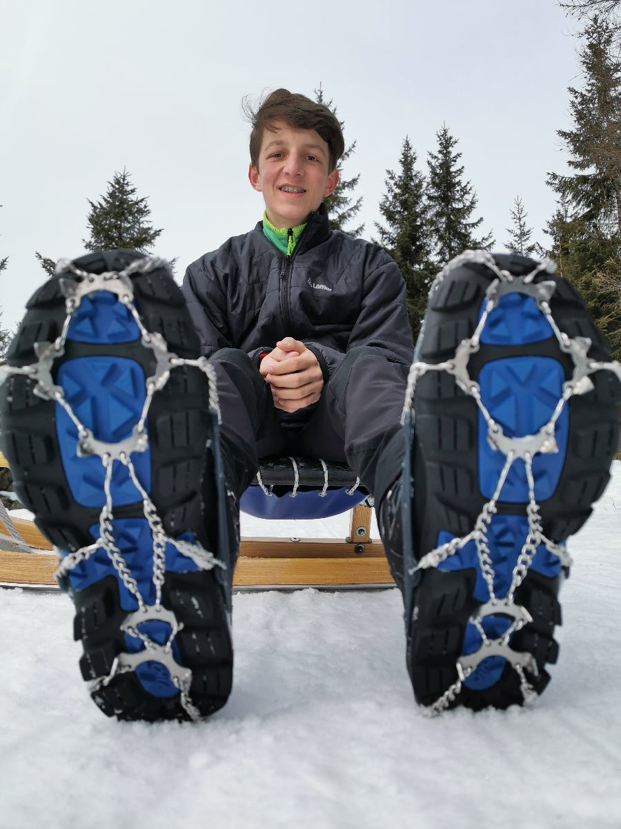Mittlerweile tragen wir alle Grödel - die Snowlines geben uns auf Eis den perfekten Grip