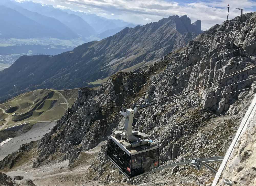 Mit der Hafelekarbahn geht es ganz hinauf ins Karwendel - auf 2256 Meter Seehöhe