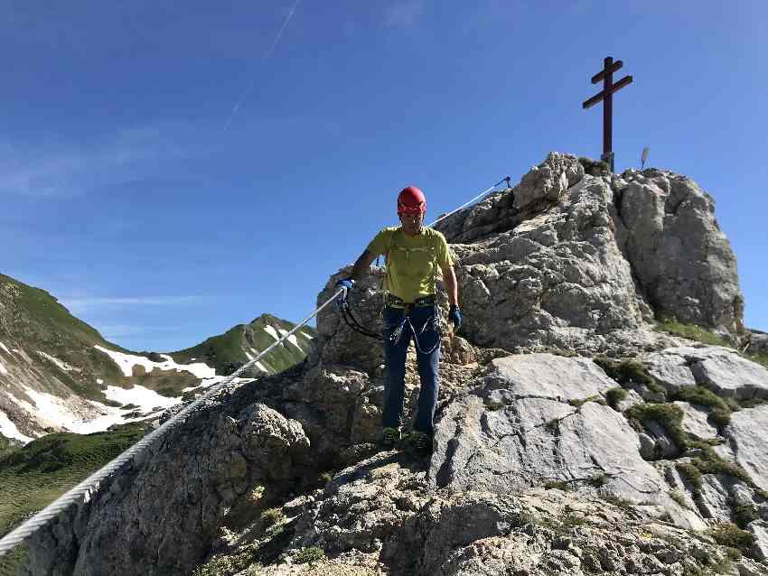 Vom Haidachstellwand Klettersteig - Gipfelkreuz geht es hinunter