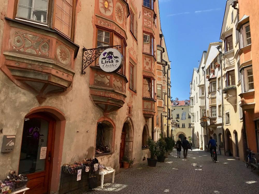 Hall Tirol - das ist eine der romantischen Gassen in der Altstadt