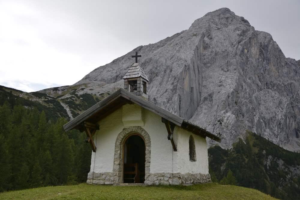 Die Hallerangeralm Kapelle im Karwendel