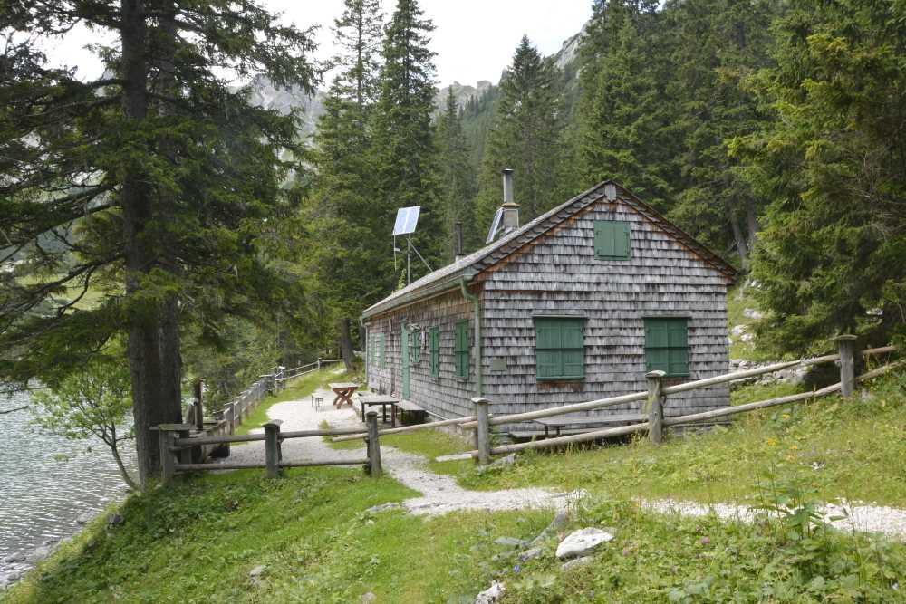 Die heutige Hans Mertel Hütte am Soiernsee diente früher den Pferden des Königs als Unterstand