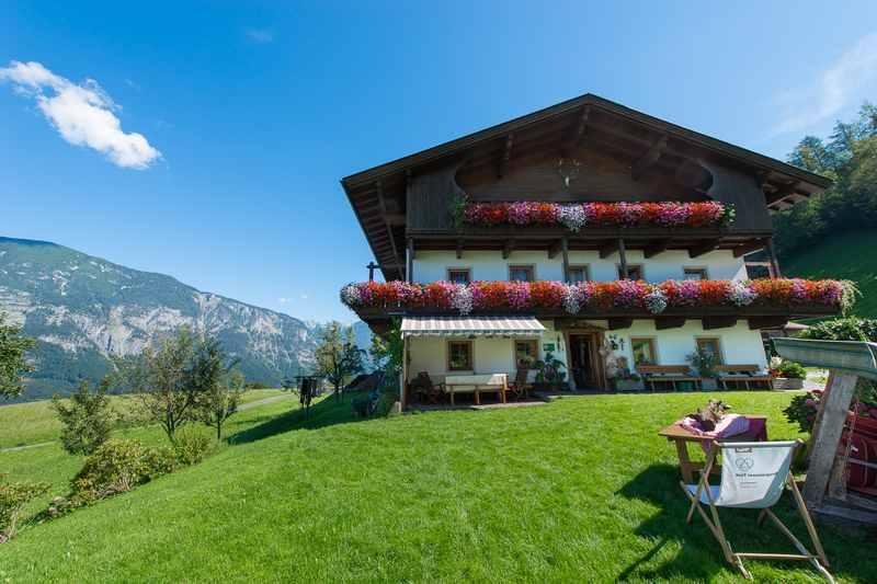 So stellen wir uns einen Bergbauernhofurlaub in Tirol vor: Der Happmannhof in Gallzein