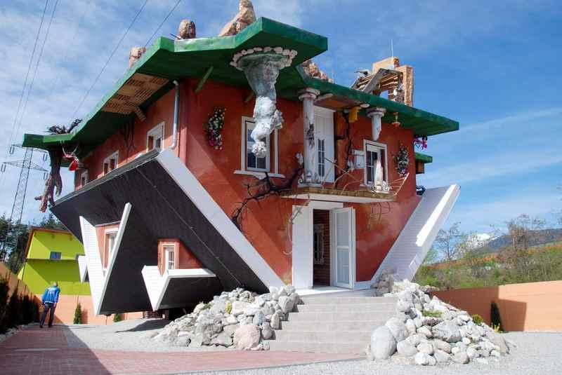 Eine der meistbesuchten Sehenswürdigkeiten im Karwendel: Das Haus am Kopf in Terfens