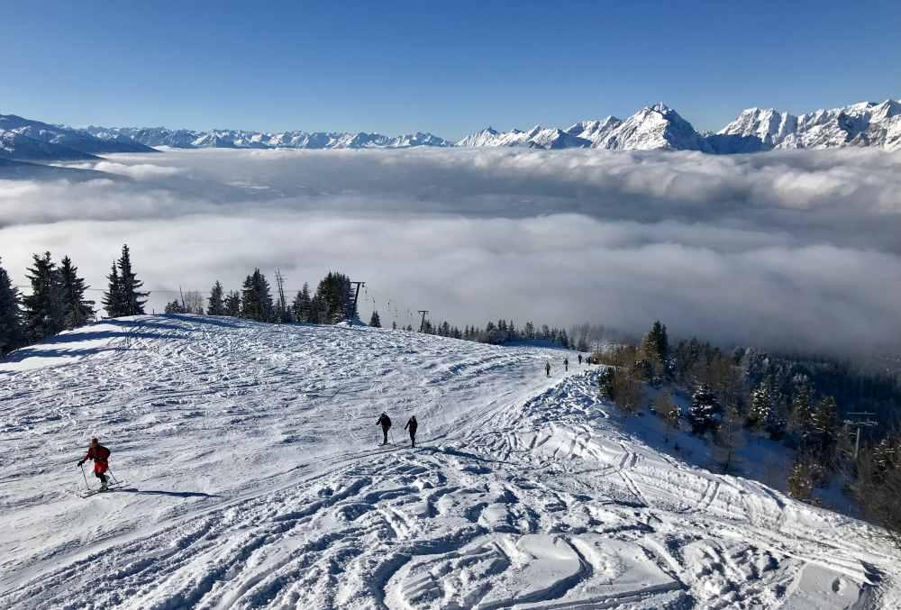 Das ist das Panorama auf´s Karwendel von der Sonnenterrasse am Hecherhaus