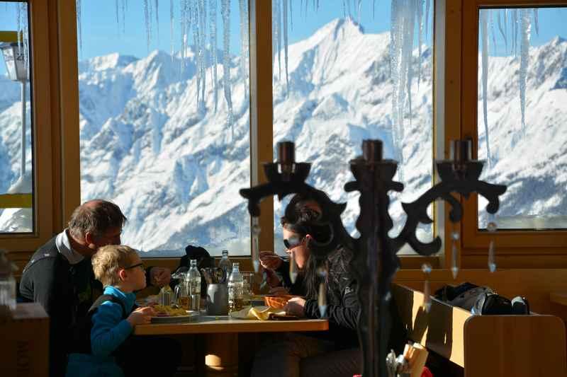 Essen und Trinken am Kellerjoch - das Hecher Haus mit Blick auf´s Karwendel