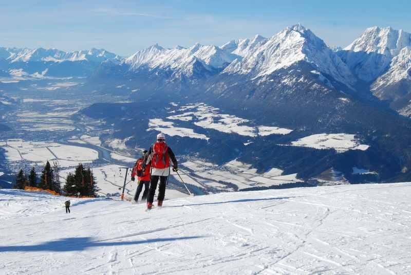 Die Abfahrt auf der Piste beim Hecherhaus - das ist Ausblick zum Karwendel bis nach Innsbruck