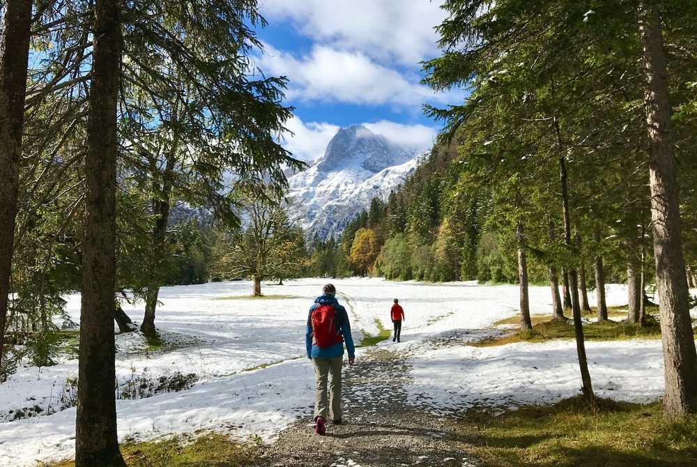 Je weiter wir in das Falzthurntal hinauf wandern, desto mehr Schnee liegt im Talboden