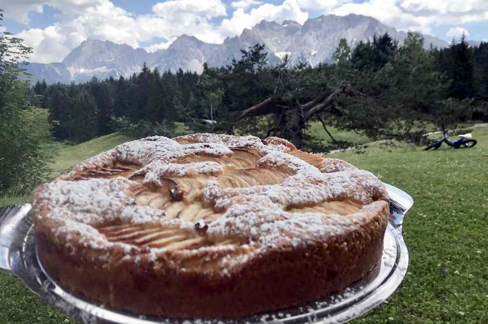 Herbstwandern Mittenwald: Am Kranzberg wandern und auf der Wildenseehütte auf einen hausgemachten Apfelkuchen?