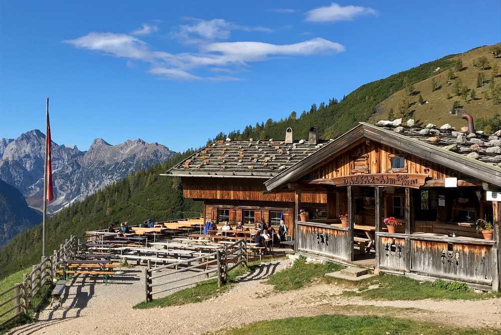 Im Herbst hat die Dalfazalm bis Anfang November geöffnet - eine der längsten geöffneten Hütten der Karwendelregion!